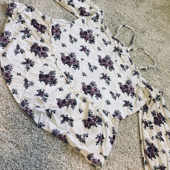 American Eagle Outfitters Tops - AE cold shoulder top!! ✨